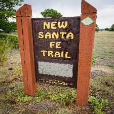 picture of Santa Fe Trailhead sign